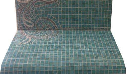 Banco em mosaico